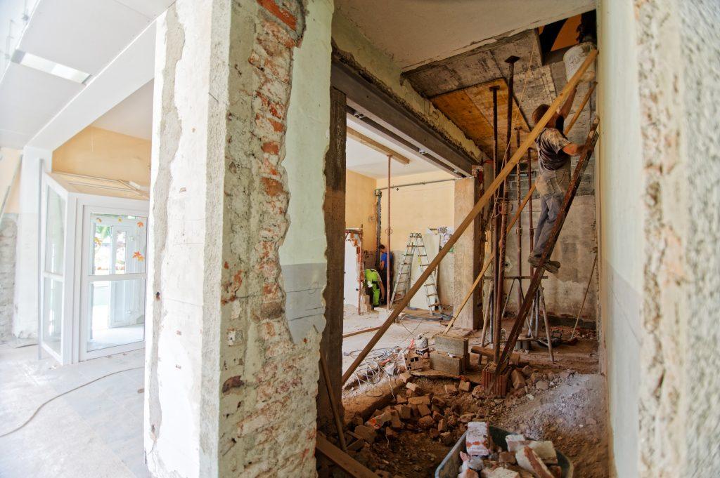 Maison en partie démolie et en partie rénovée