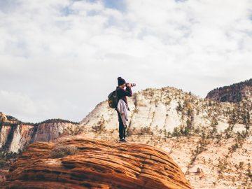 personne qui prend des photos dans la nature