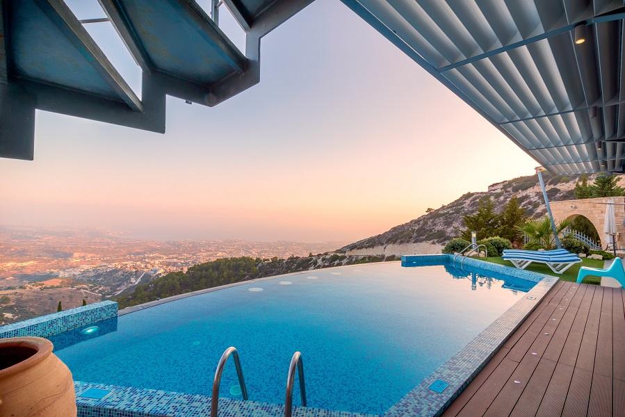 piscine avec couchée de soleil
